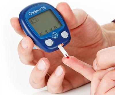 Как правильно выбрать глюкометр для пожилого или молодого человека?