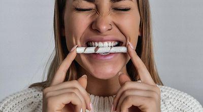 Что делать если крошатся зубы? Срочно к врачу!