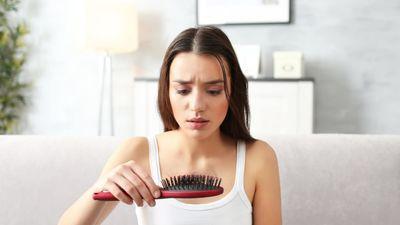После родов выпадают волосы: надо ли беспокоиться?