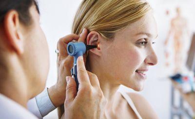 Причины болей в ушах
