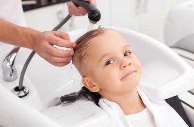 Почему ребенок боится стричь волосы?