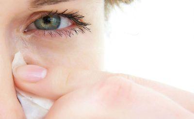 Почему слезятся глаза после наращивания ресниц?