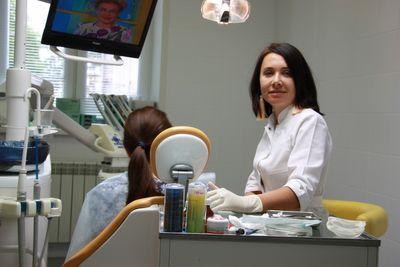 Из чего складывается стоимость протезирования зубов?