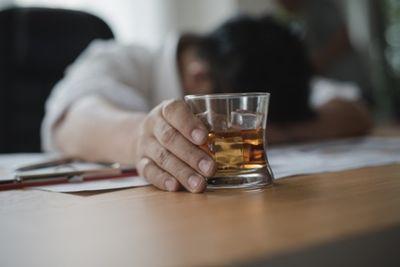 Как правильно отказаться от употребления алкоголя без длительного лечения?